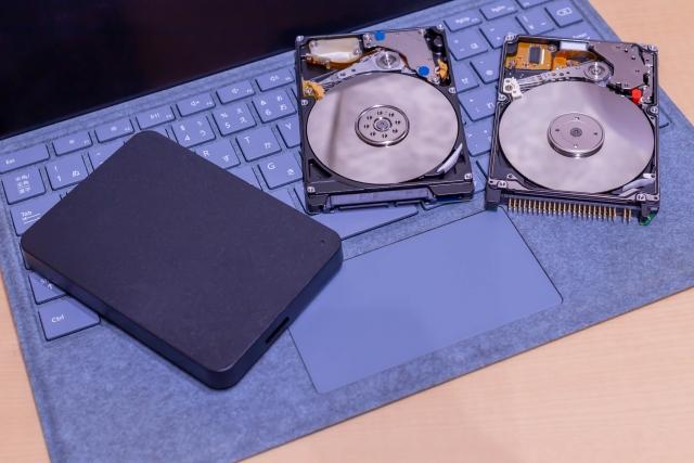 パソコンのデータ復旧にかかる料金はどのぐらいか
